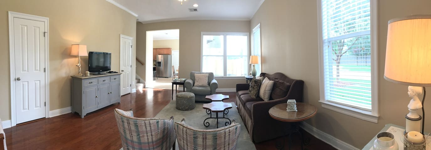 Two Bedroom Townhome in the Heart of Baton Rouge - Baton Rouge - Szeregowiec