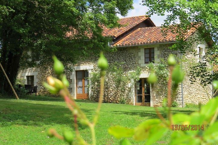Maison de charme en Périgord - Bourdeilles - Huis