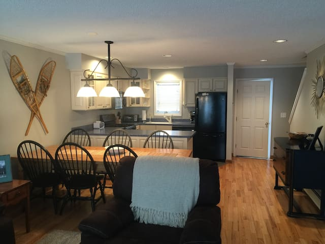 """Luxe/3 bed- """"Not Your Typical Rental""""- Burke Mt - East Burke - Condomínio"""