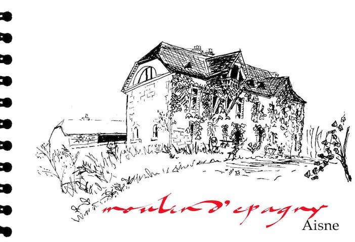 MOULIN D'EPAGNY: le printemps en bordure de forêt! - Épagny