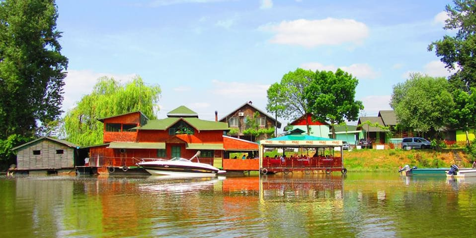 The Raft Dunavac - Futog - Bungalow