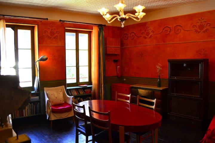 Appartement vintage en centre ville - Saint-Pierre-d'Albigny - Daire