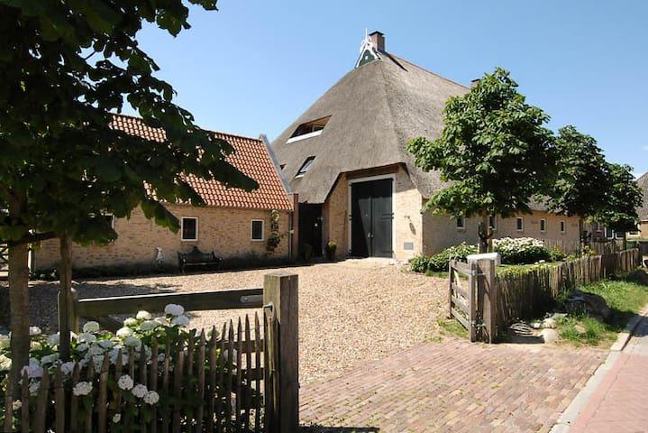 Riante woonboerderij in Gaasterland - Sondel - Huis