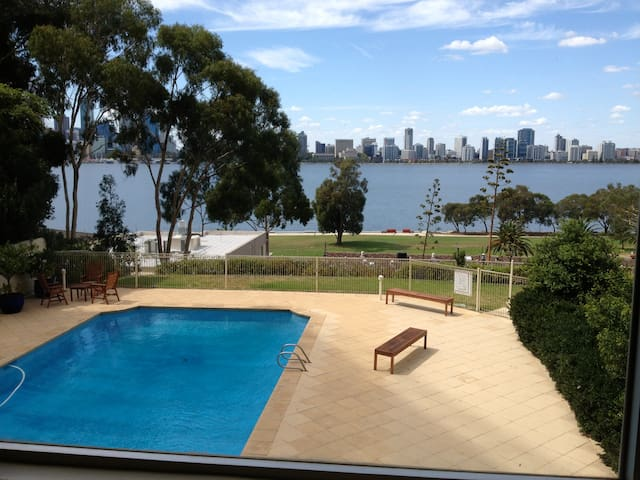 SPECTACULAR CITY/RIVER VIEWS - South Perth - Appartement