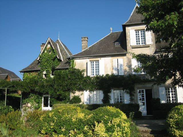 Maison d'hotes de Maury - Affieux - Istana