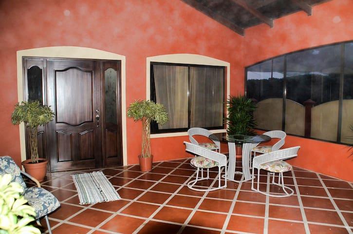 Comfy Mountain Casa near Airport, Poas, & La Paz - San Isidro de Grecia - Hus