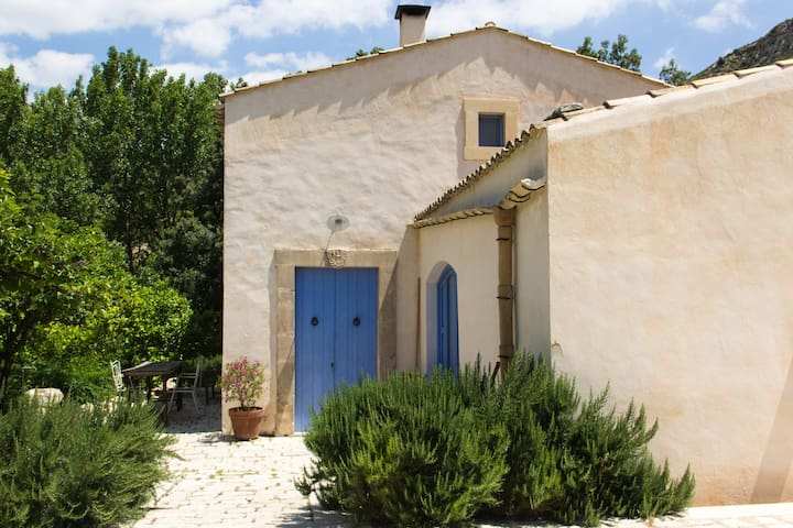 "Casa contadina ""1928""nella natura. - noto - Rumah"
