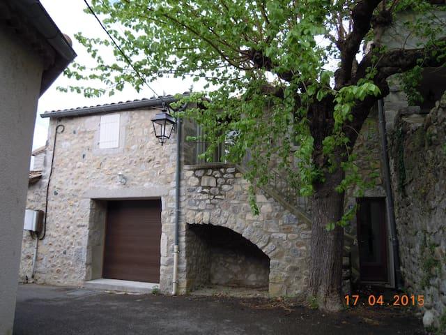 Maison restaurée confortable - Pradons