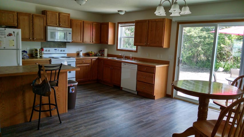 Large Cozy Bedroom and Private Bath - Saginaw Township - Szeregowiec