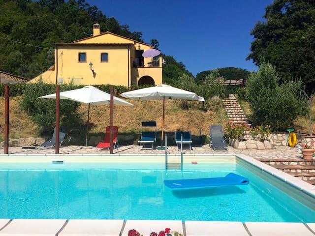 Asthonishing agriturismo with swimmingpool - Montecatini Val di Cecina - Houten huisje
