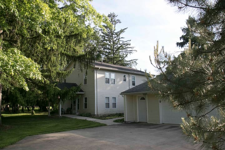 Newer home in world class suburb of Cleveland! - Independence - Huis