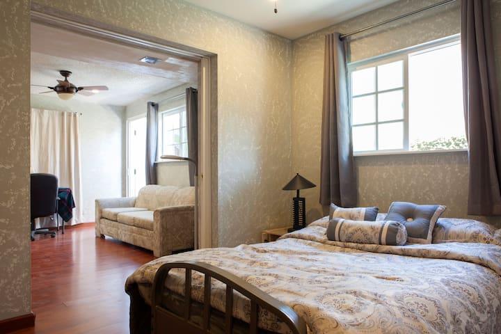 2 bedroom suite in Orange County - Fountain Valley