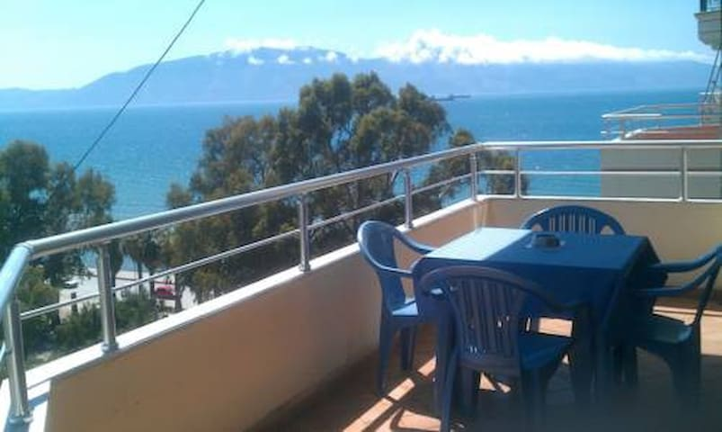 Cozy apartment with a sea view - Tirana - Byt
