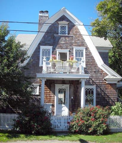 Designer's Dream - Charming Boathouse - グリーンポート - 一軒家