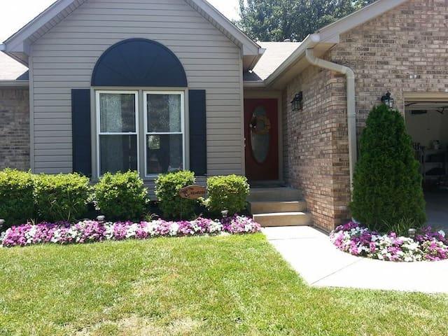 Beautiful Spacious Family Rental - Louisville - Casa