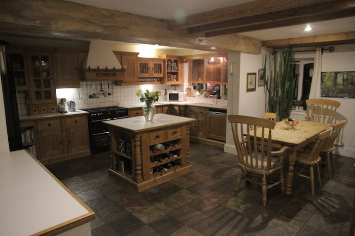 Farmhouse house conversion in countryside village - Quorn