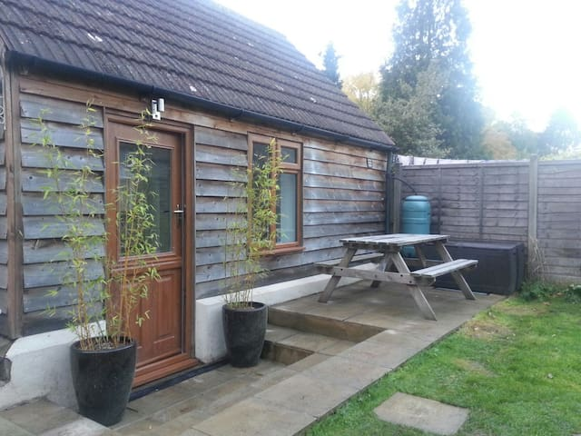 2 bedroom cabin with bathroom - West Kingsdown