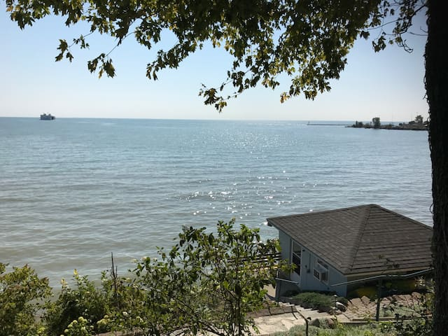 Small lake house on Lake Erie shore - Kingsville - Бунгало