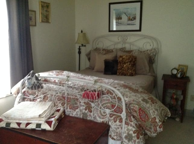 Private Room for Leaf Peepers - Brimfield - Ev