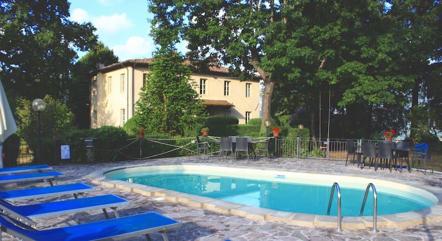 Historic Tuscan Villa. 5 BR - Barga - Huis