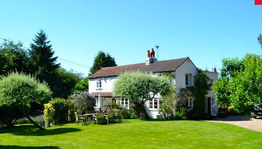 Cozy Chilterns cottage near Henley - Northend - Huis