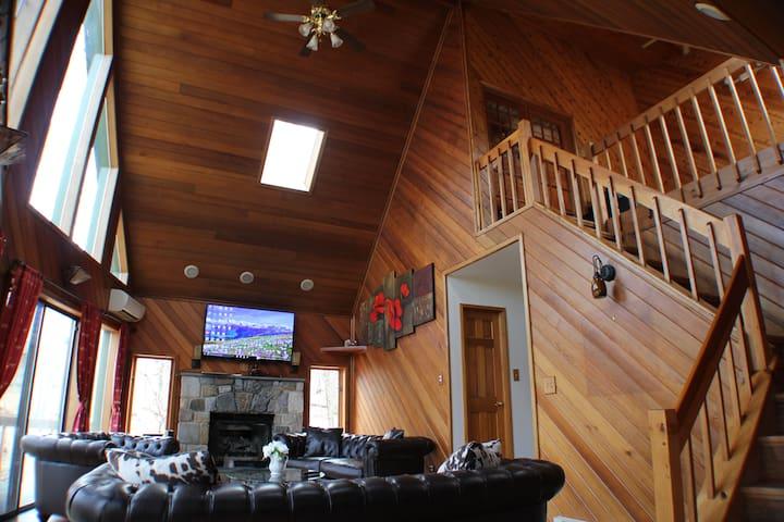 LAKEFRONT 5bd House in Pocono - East Stroudsburg