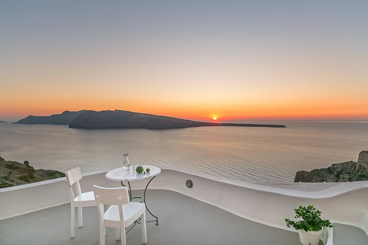 SUNSET CAVE HOUSE IN OIA - Oia - Aamiaismajoitus