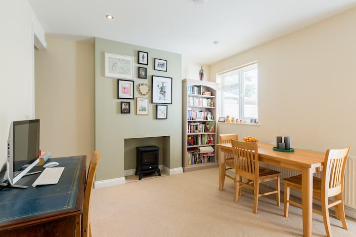 Victorian terrace - near to M40 & train station - Banbury - Huis
