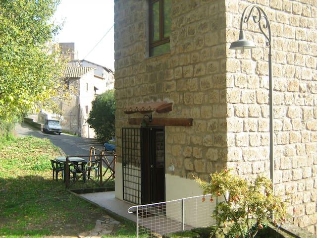 Romantica torretta via Francigena - Capranica - Ev