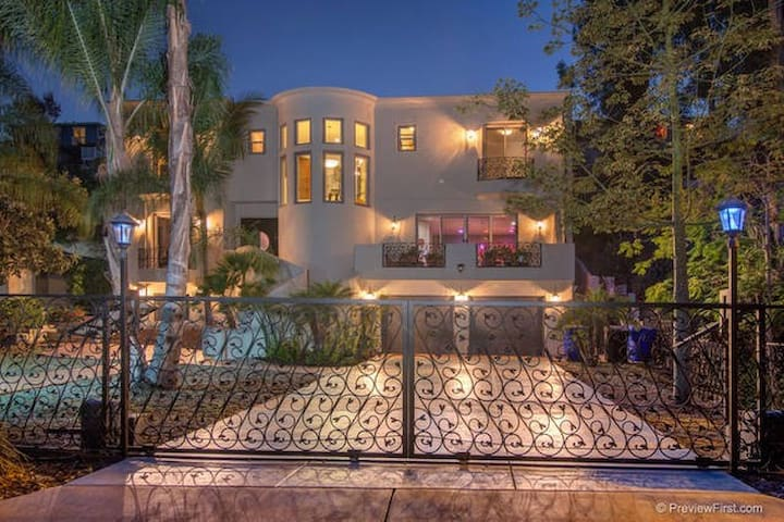 Luxurious 4200 Sq Ft 5 Bedroom Mediterannean Villa - サンディエゴ - 別荘