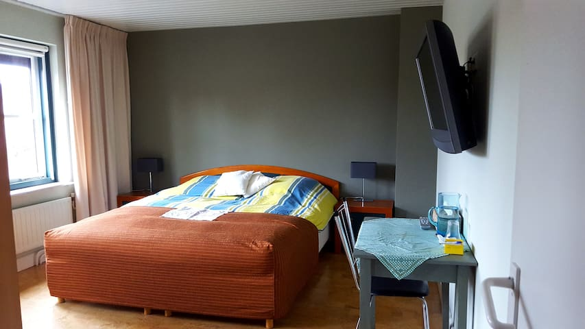 Room close to Eindhoven airport - Vessem - Pousada