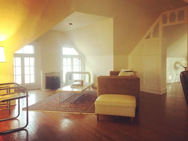 Spacious private suite with a view in the Westside - Kansas City - Apartamento