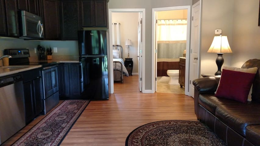 Dugan Hollow Log Cabins & Suites 5 minutes to town - Madison - Appartement