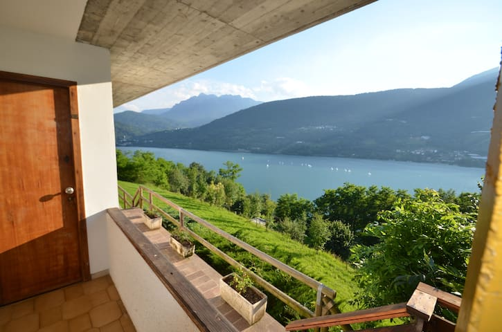 "Apartment ""Bucaneve"" panoramic lake view - Tenna - Daire"