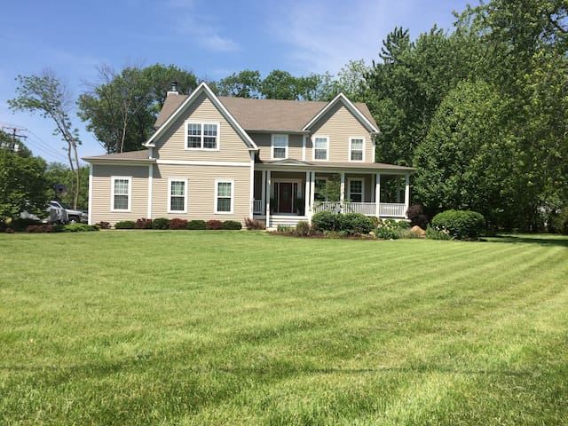 Warm and inviting 4 bedroom 2750 sf - West Chicago - Hus
