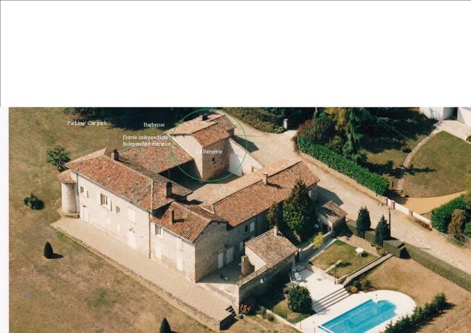 Maison de charme avec piscine - Pommiers - Hus