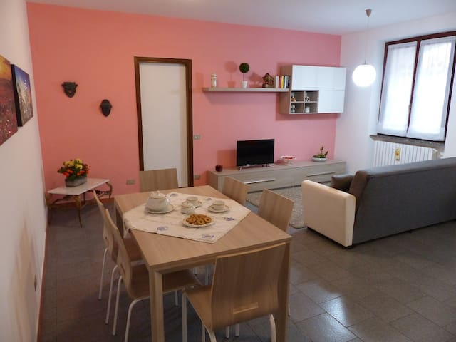 Large and confortable flat with garage - Albiate - Leilighet