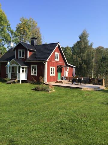 "Cosy and modern ""Smålandstorp"" - Urshult - Casa"