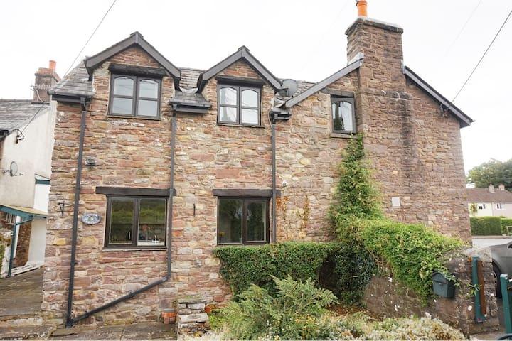 Stunning stream side stone built cottage - Glangrwyney - Haus