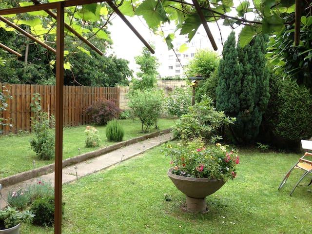 Studio 40 m2 sur jardín arboré - Chevilly-Larue - アパート