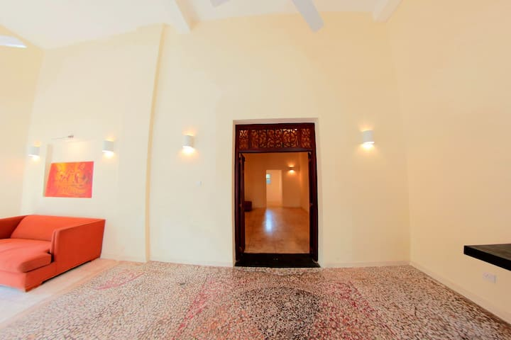 """Swanky """"Mosaic"""" One Bedroom Apartment in Colombo 7 - Colombo - Daire"""