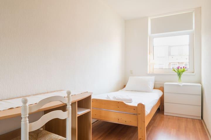 1 Person Bedroom in City Center! - Rotterdam - Lägenhet