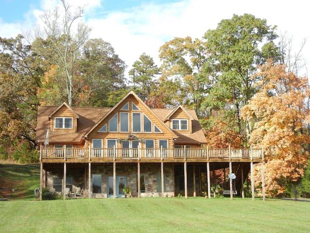 Mountain Meadow – Queen Log Suite 2 - Heiskell - Huis