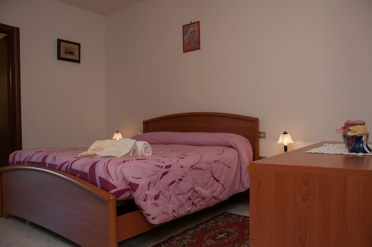 Appartamento spazioso con veranda - Todi - Departamento