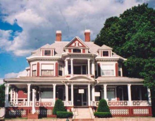 Historic Trafton House, Sanford, ME - 桑福德(Sanford) - 獨棟