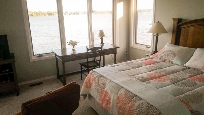 Mississippi River Suite - Bettendorf - Haus
