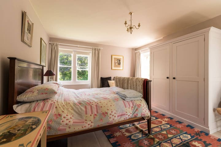 Pretty Double  Bedroom In The Cotswold Countryside - Wotton-under-Edge