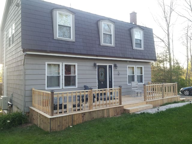 12 minutes from Halifax Airport - Enfield - Huis