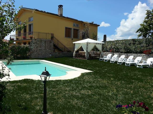 Villa Monticello Holiday Home, Private Pool - Montefegatesi - Vila