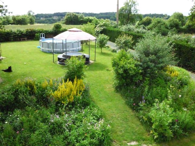 Rustic, comfortable gite in countryside setting - Linard - Haus